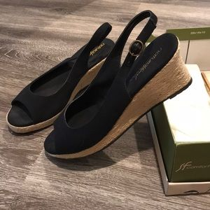 Naturalizers wedge peep toe sandal